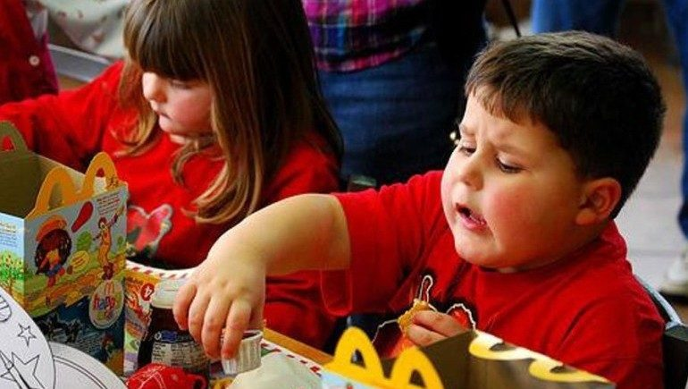 children in food advertisement essay