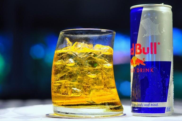 коктейль из алкоголя и энергетиков