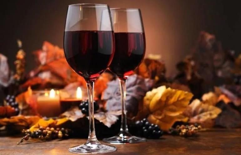 Бокал вина активирует мозг лучше математики