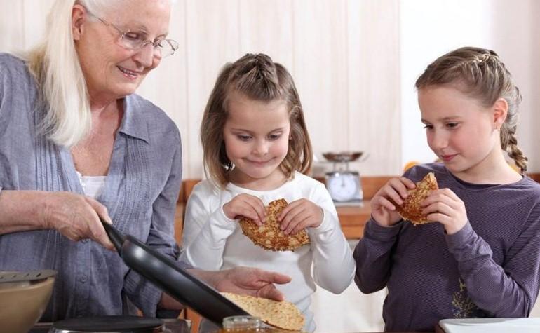 Чрезмерно заботливые бабушки вредят здоровью детей