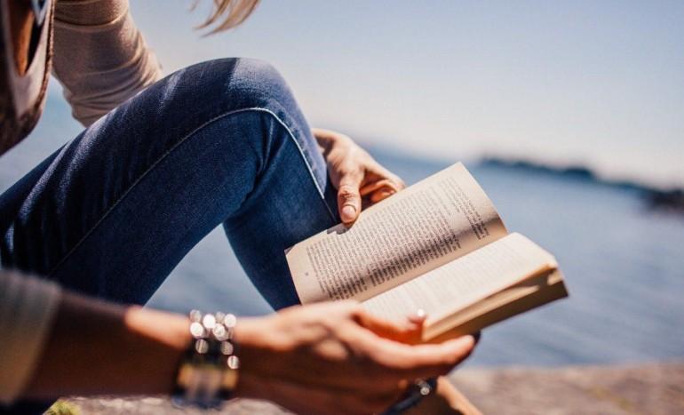 Чтение книг делает людей более добрыми и терпимыми