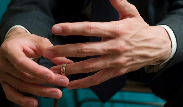 Для мужчин опасны обручальные кольца