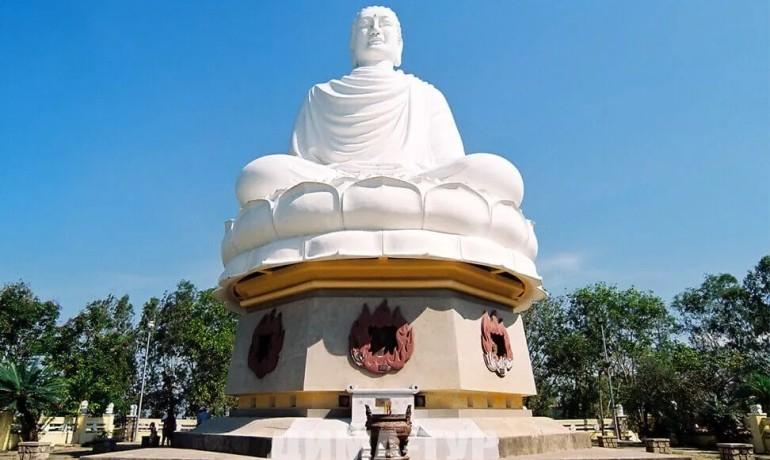 Пагода Лонг Шон (статуя белого Будды) в Нячанге