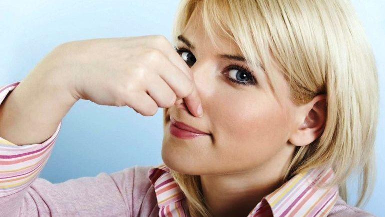 Как избавиться от запаха из раковины