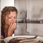 Как избавиться от запаха в холодильнике домашними средствами