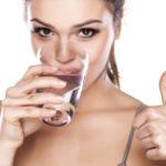 Ученые выяснили, что вода помогает худеть