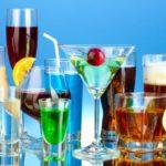 Какие напитки обезвоживают организм человека