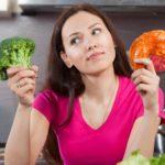 Женщинам труднее отказаться от вредной пищи