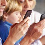 Смартфоны приводят к самоизоляции и ожирению