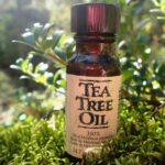 Масло чайного дерева и лаванды от пуха на лице